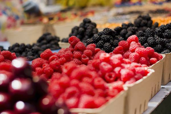 berries at farmers market